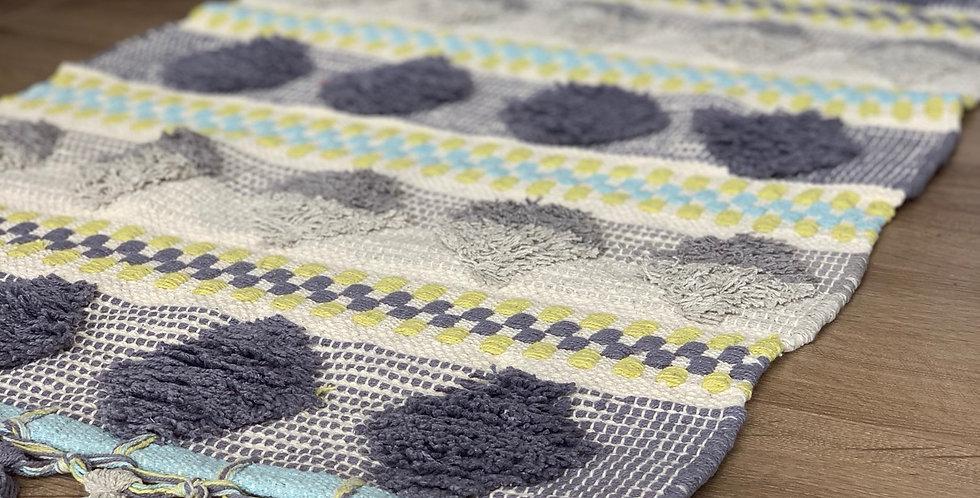 שטיח בוהו שיק עם רקמה וגדילים
