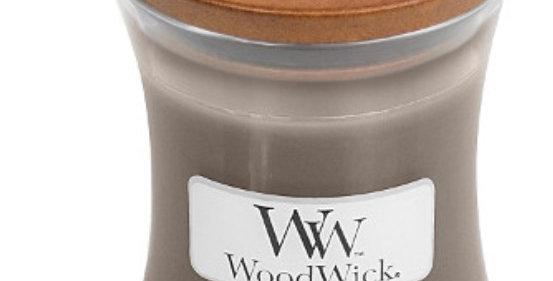 נר Woodwick Oudwood
