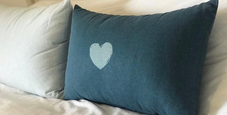 כרית לב כחול