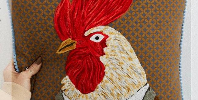 כרית רקומה תרנגול