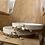 Thumbnail: קערת סלט לבנה מעוטרת בחוט אדום