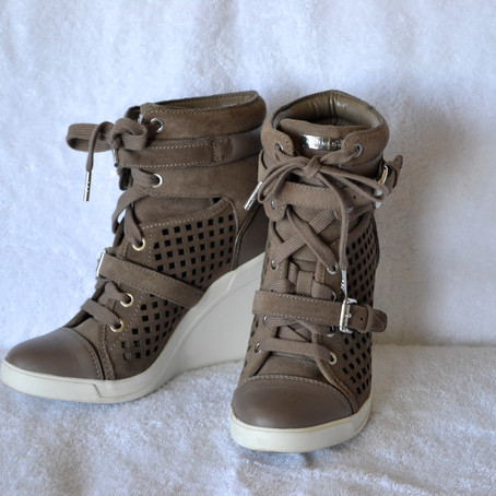 THE WEDGE SNEAKER