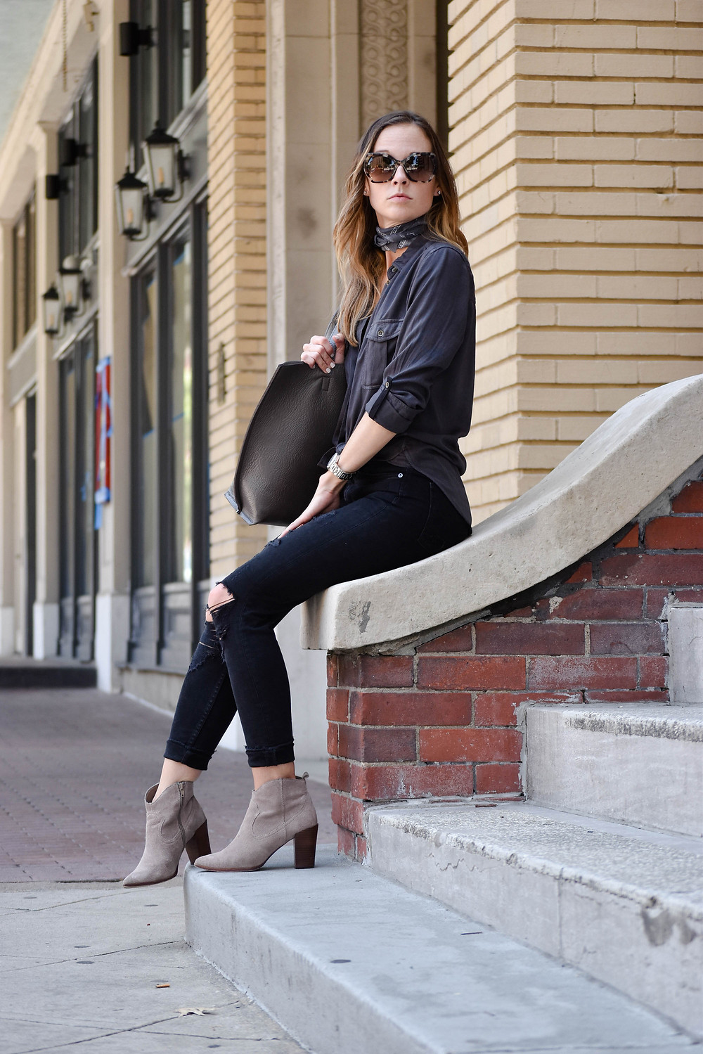 Shades of grey: Distressed black denim, military shirt, leather tote, booties. How to wear the bandana trend.