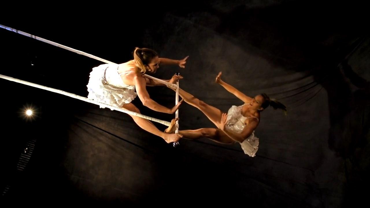Twins Trapeze (4)