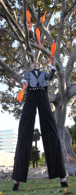 Rob Juggling 5 clubs on Stilts