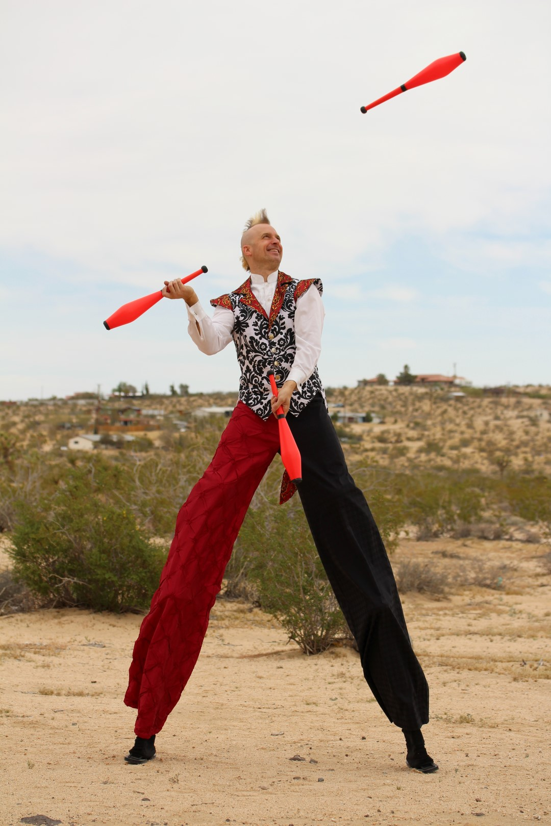 Rob Crites - Stilts and Juggling