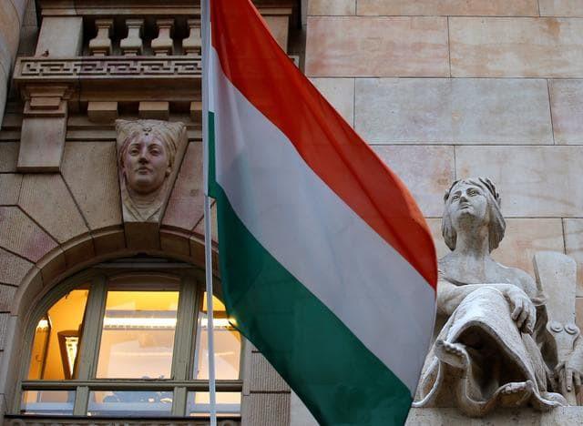 Hungarian flag at the Central Bank