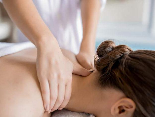 Massage du dos et de la nuque au cabinet Health Garden Wellness de Cornavin.jpg