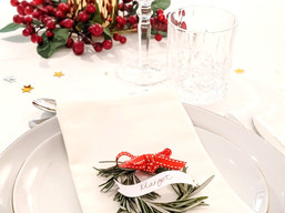 "BEAUTIFUL CHRISTMAS TABLE SETTINGS THAT WILL ""WOW"" YOUR GUESTS"