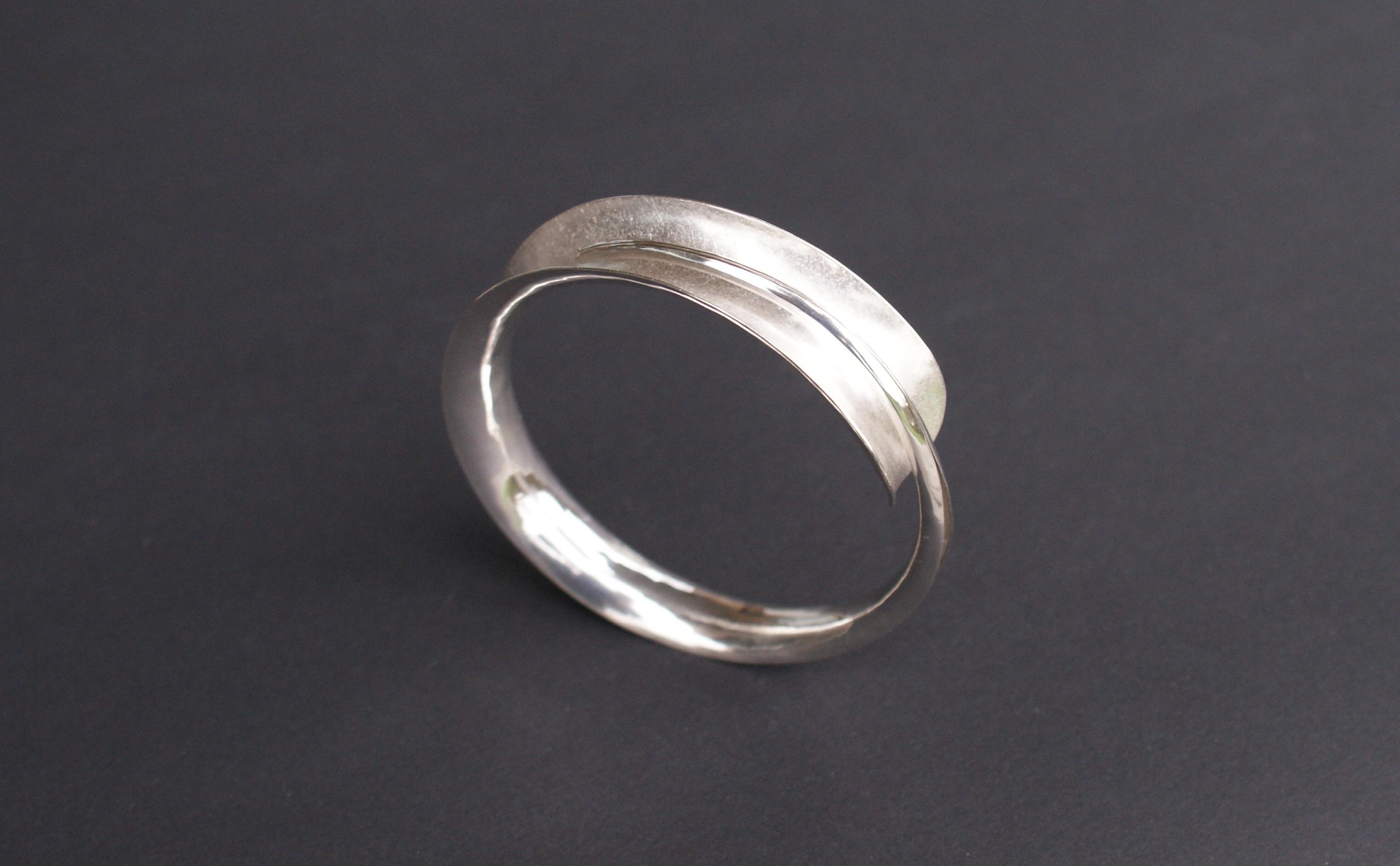 silver bracelet anticlastic : 190 €