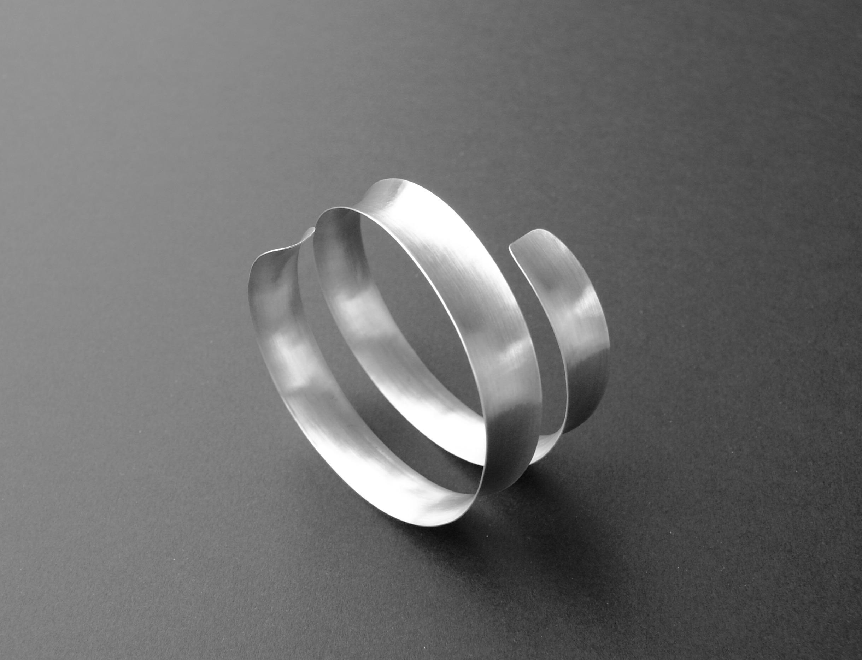 silver bracelet : 175 €