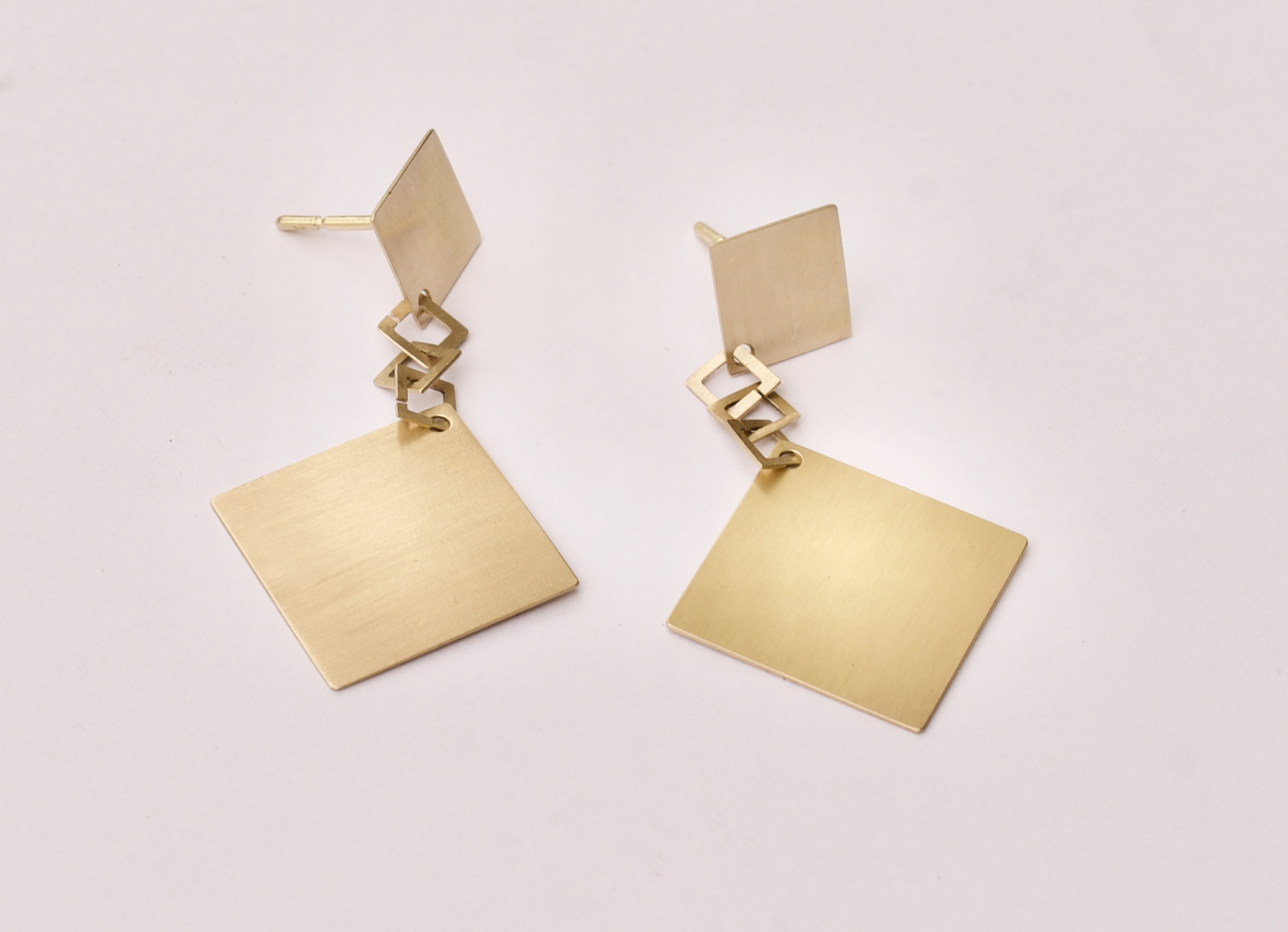 golden earrings 18K : 675 €