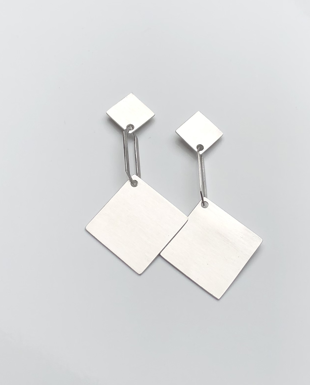 silver earrings : 230 €