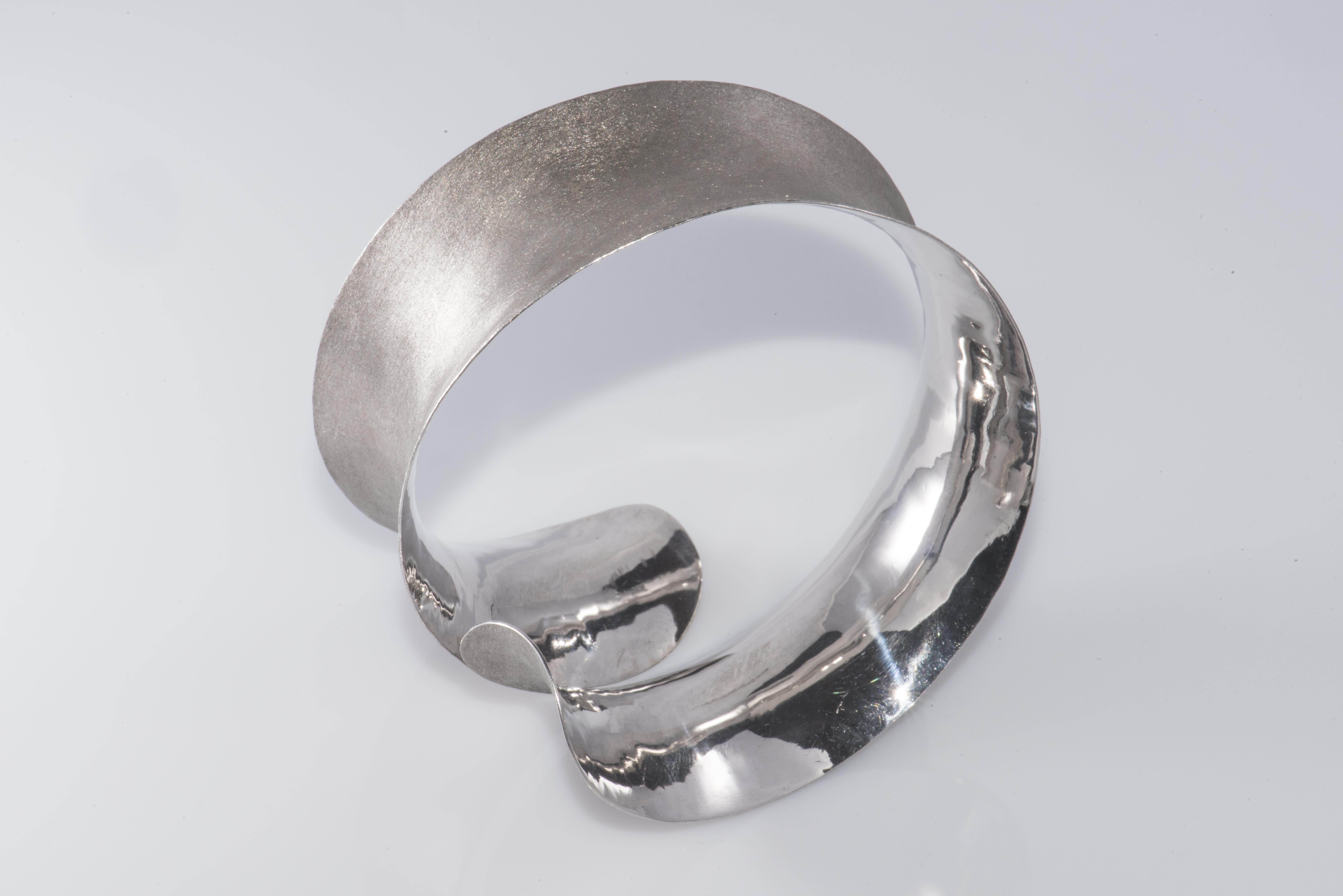 Silver bracelet: 250 €