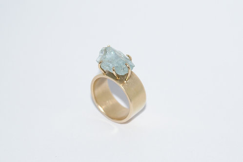 18K Golden ring with raw aquamarine