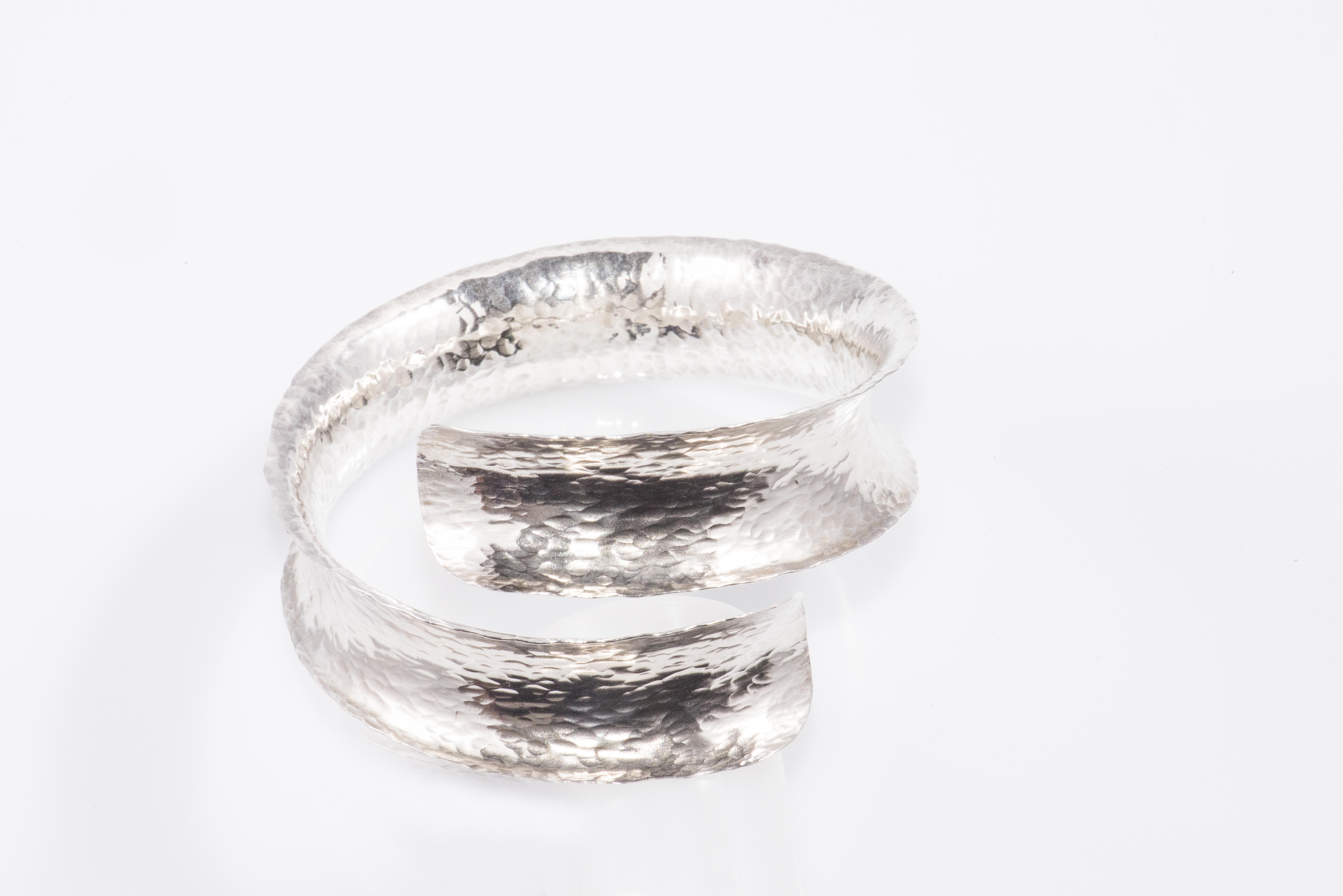 silver bracelet anticlastic : 200 €