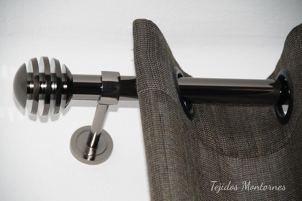 cortina con ollaos y barra