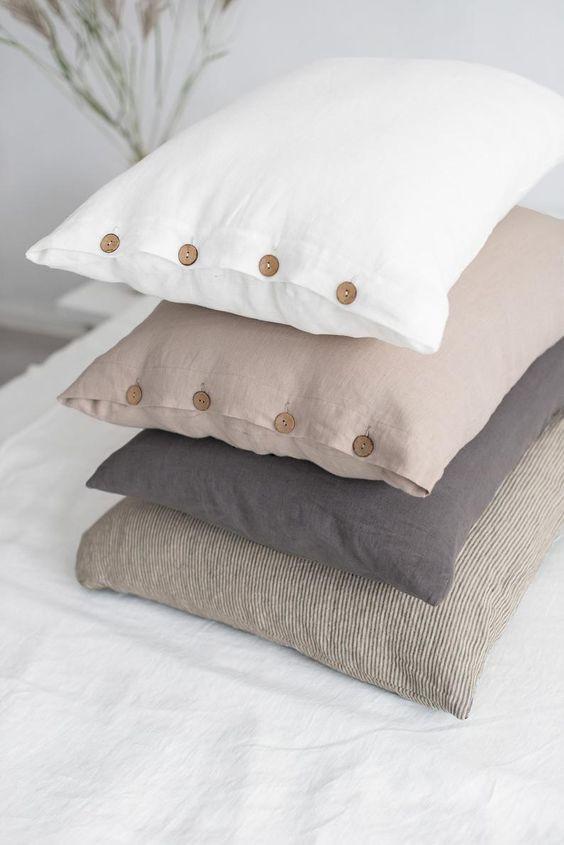 Cojines de lino con botones