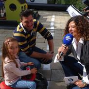 Ariane mit Kind bei BMW.jpg