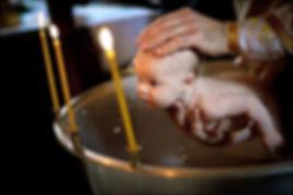 Фото младенца на Таинстве крещения
