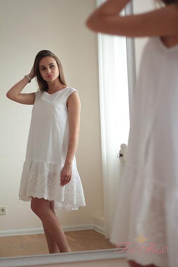 Белое платье с кружевами