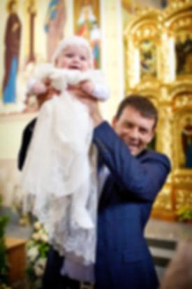 Ребенок в крестильной одежде фото