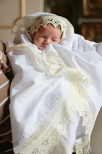 Малыш в крыжме, таинство крещения