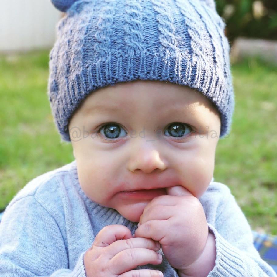 Teething baby, natural teething solutions, essential oils for teething