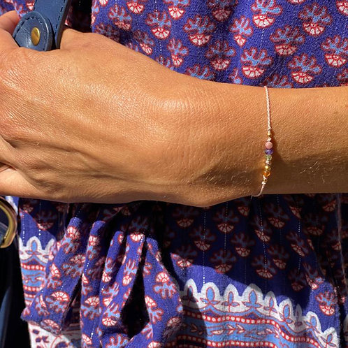 Bracelet pierres fines sur soie.