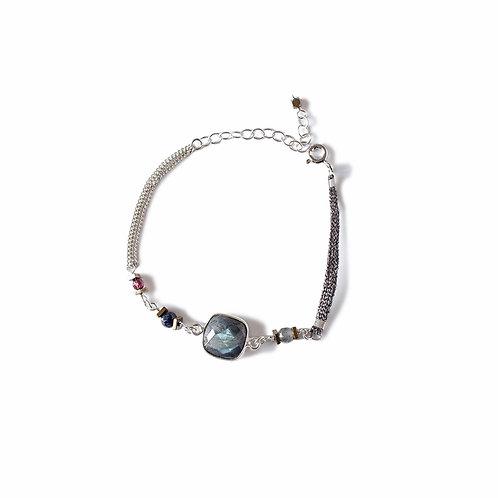 Bracelet Aga en argent et pierres fines.