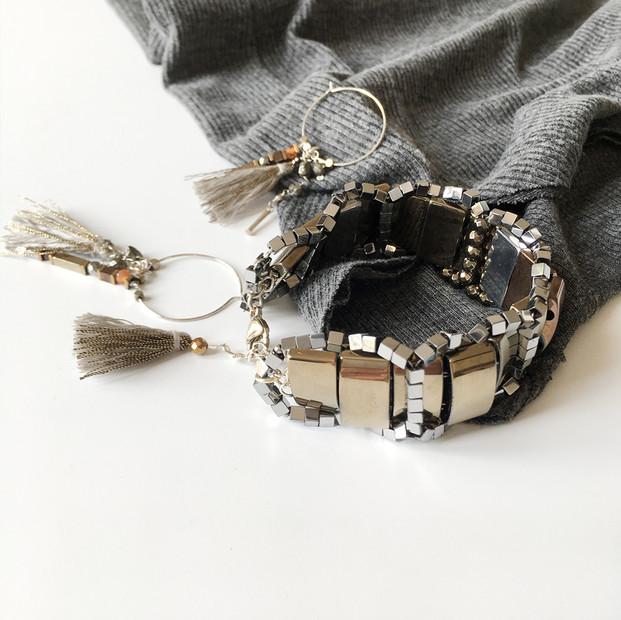 Bracelet manchette en hématites teintés.