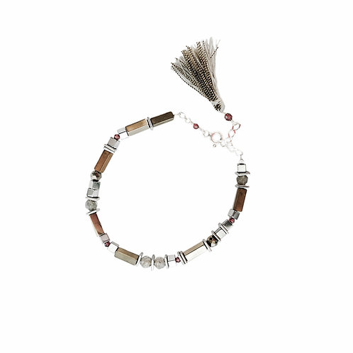 Bracelet Ada / gris en argent 925, labradorite, grénat et hématite teintée.
