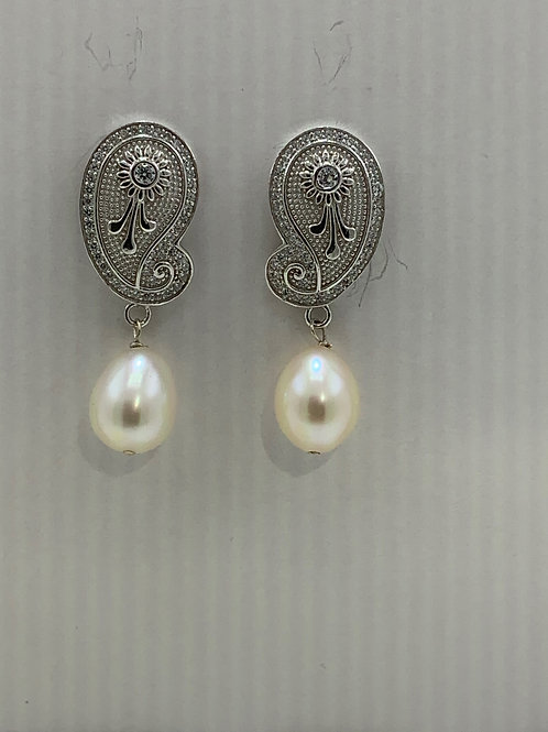 Freshwater Pearl on Sterling Silver Ornate Post
