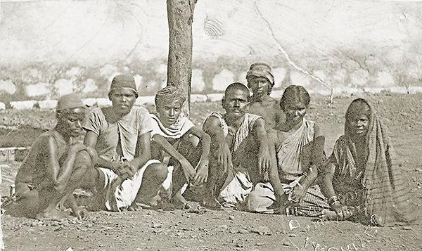 ADR-8-FI-30-groupe-dIndiens-dans-les-ann