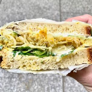 Shosh : la streetfood israélienne réinventée en sandwiches par les chefs du restaurant Shabour