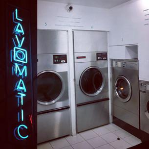 Derrière la machine à laver ...