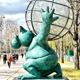 Le Chat déambule : l'exposition de Geluck sur les Champs-Elysées