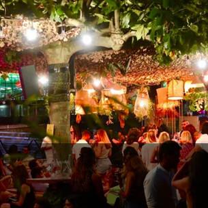 Barbanegra : la terrasse parisienne festive ambiance bord de plage