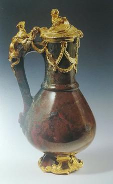Jarro com tampa adquirido ao Barão Henri de Rothschild. Jarro Veneza (?), época mediaval (?), Montagem; Paris, c. 1734-35. Jaspe e ouro.