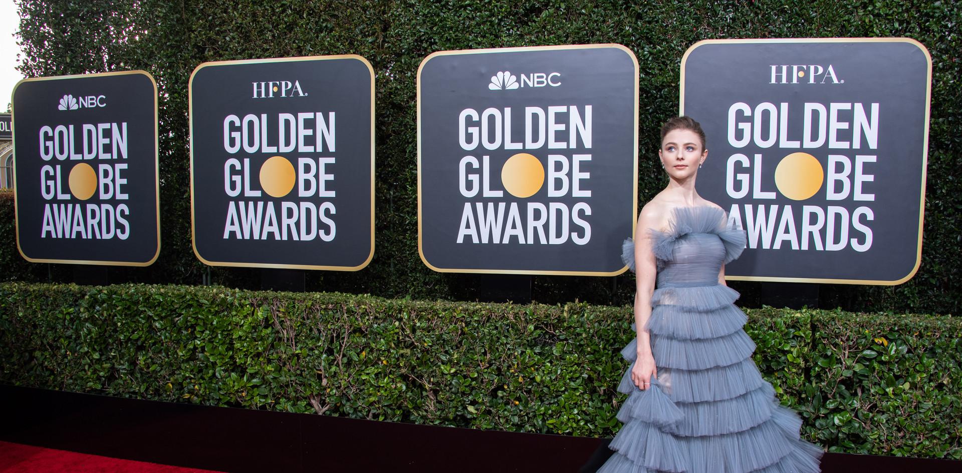 Thomasin McKenzie com um vestido Valentino e jóias Cartier, na passadeira vermelha do th Annual Golden Globe Awards no Beverly Hilton em Beverly Hills, CA.  Fotografia: HFPA Photographer.