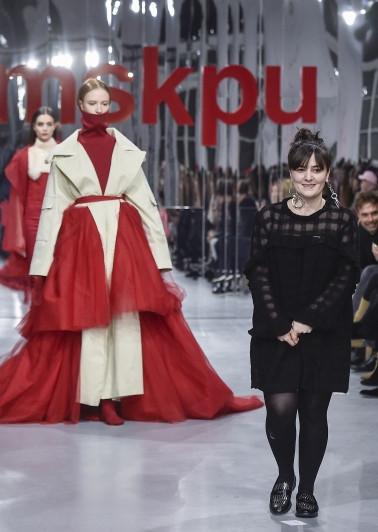 Dois modelos e uma aluna Premiada da MSKPU