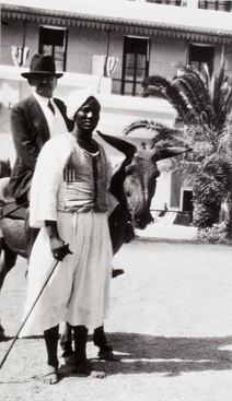 No último dia da sua estada em Assuão (27 de Janeiro), Gulbenkian deu um passeio de burro pelas aldeias dos arredores, passeio esse que pouco lhe agradou devido à poera dos caminhos que foi obrigado a inspirar, como anota no seu diário de viagem.