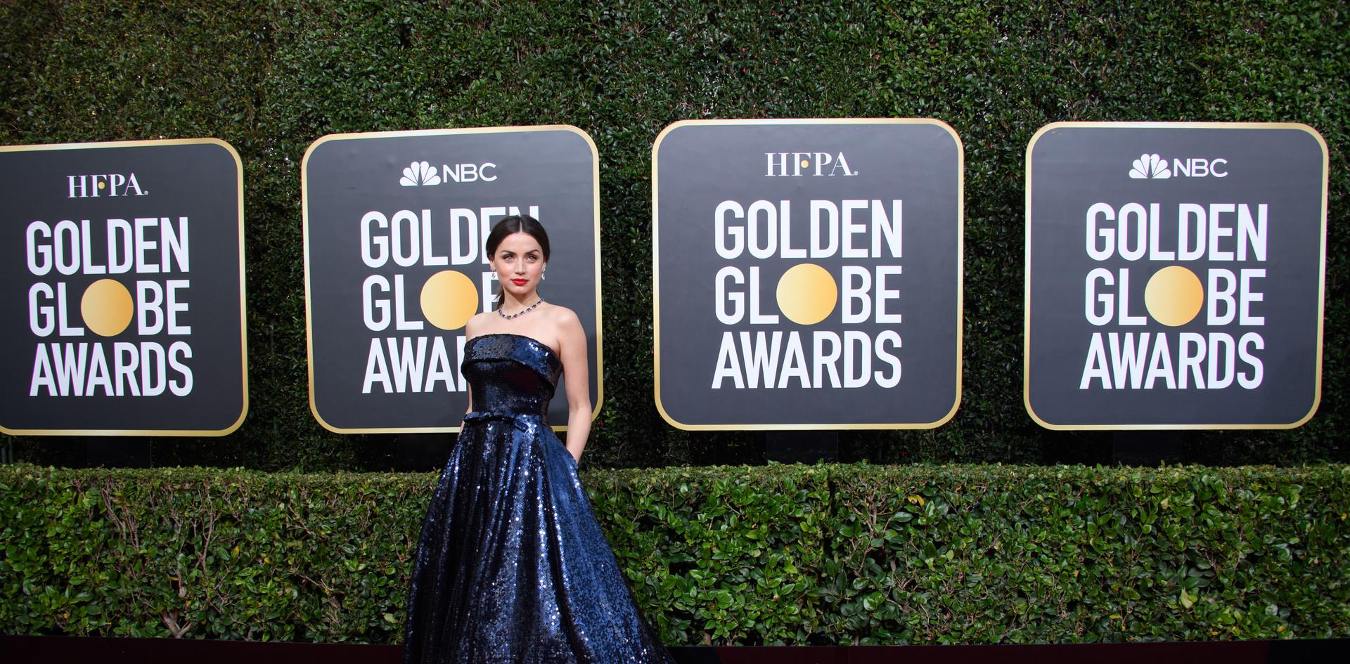 """Ana de Armas, com um modelo de Roland Mouret e jóias Tiffany & Co.   Ana de Armas foi nomeada para um Golden Globe, como Melhor Actriz - Comédia ou Musical pelo desempenho no Filme: """"Knives Out"""", na passadeira vermelha do 77th Annual Golden Globe Awards no Beverly Hilton em Beverly Hills, CA.  Fotografia: HFPA Photographer."""