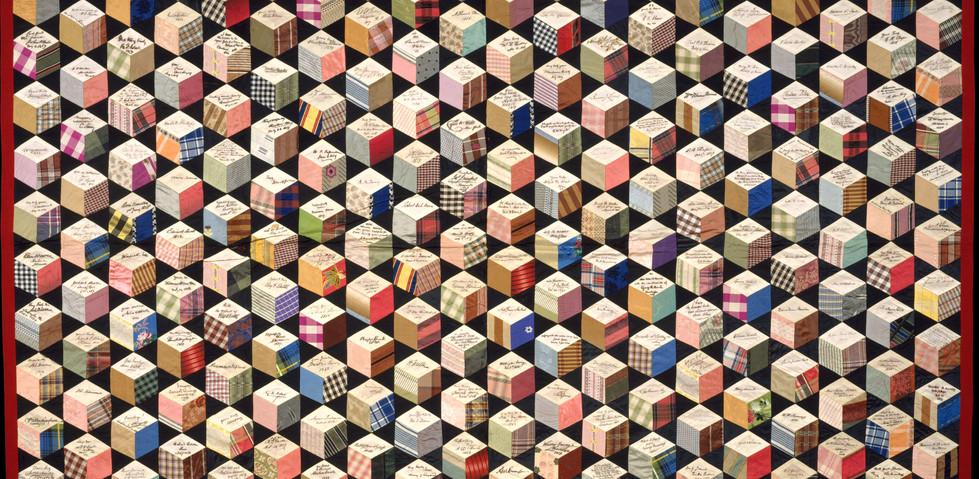 """Colcha com assinatura, padrão """"Tumbling Blocks"""", iniciada em 1856. Adeline Harris Sears (Americana, 1839-1931). Colecção The Metropolitan Museum of Art, New York, Adquirida por William Cullen Bryant Fellows Gifts, 1996. Cortesia The Metropolitan Museum of Art, New York."""