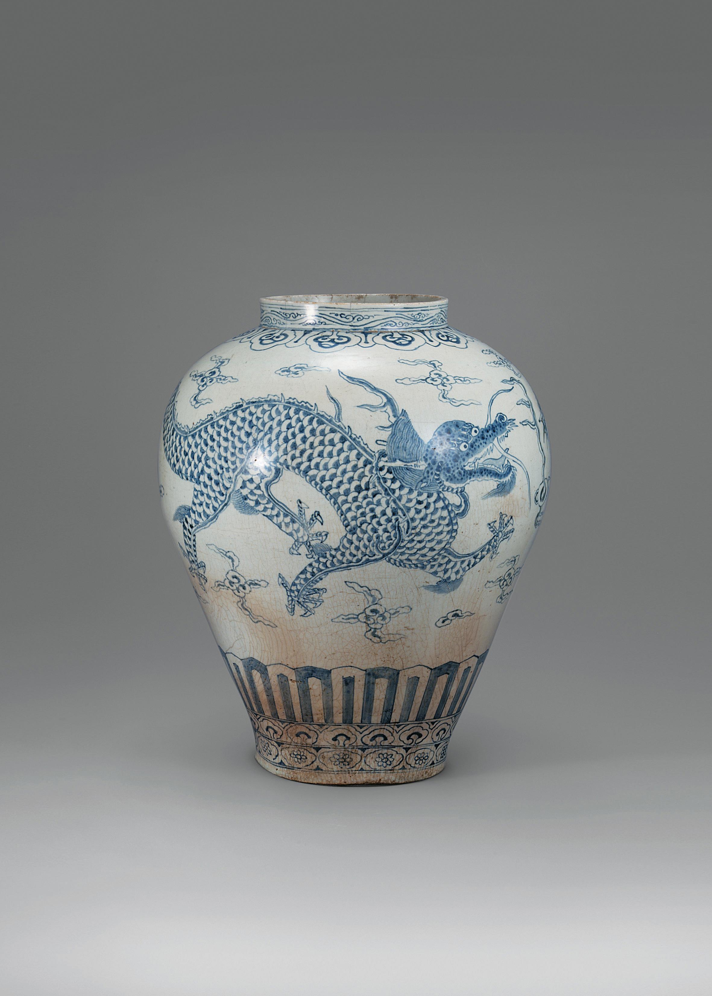 Jarra em porcelana azul e branca
