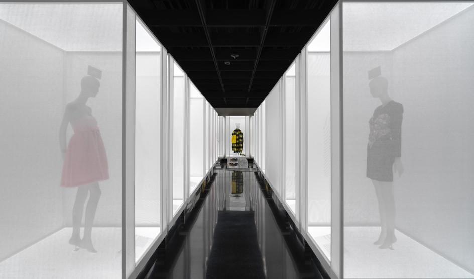 Vista da Galeria, Maravilha (Esquerda), Confiança (Centro), Alegria (Direita) Créditos da Imagem: © The Metropolitan Museum of Art, New York. Cortesia The Metropolitan Museum of Art, New York.