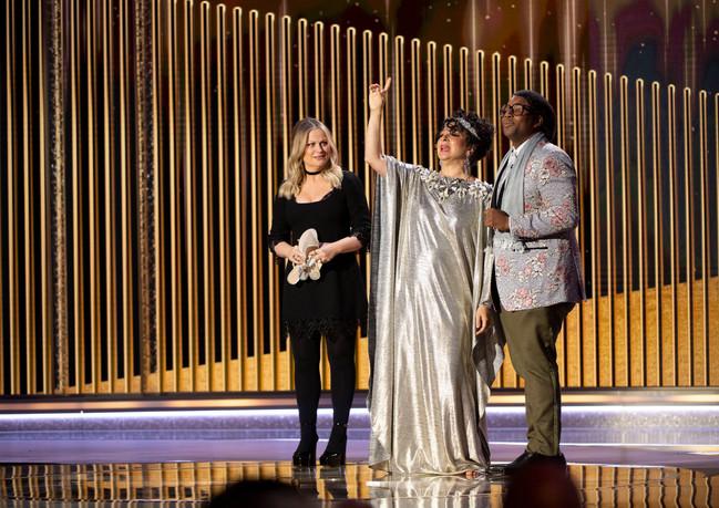 A Presença de Amy Poehler, Maya Rudolph e Kenan Thompson no 78th Annual Golden Globe Awards no Beverly Hilton, em Beverly Hills, CA. Fotografia: HFPA Photographer.