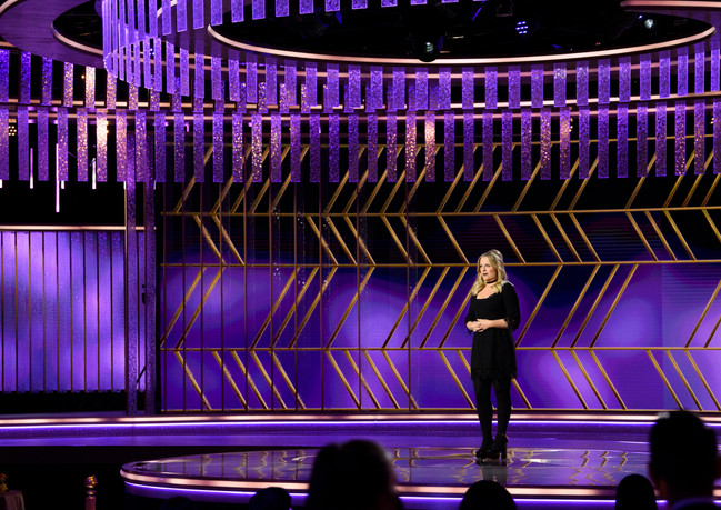 Amy Poehler apresenta o 78th Annual Golden Globe Awards no Beverly Hilton, em Beverly Hills, CA. Fotografia: HFPA Photographer.
