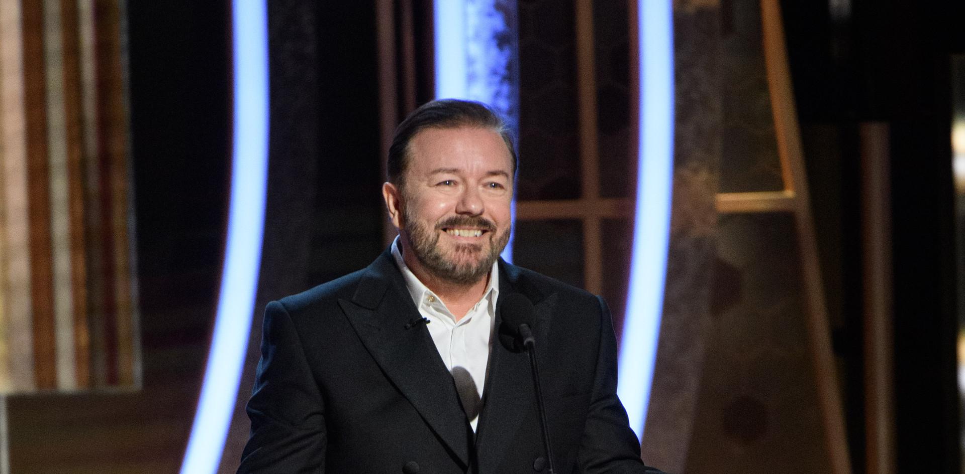 O comediante britânico Ricky Gervais regressou pela quinta vez como anfitrião da noite na Cerimónia da Entrega dos Golden Globes no 77th Annual Golden Globe Awards no Beverly Hilton, em Beverly Hills, CA.  Fotografia: HFPA Photographer