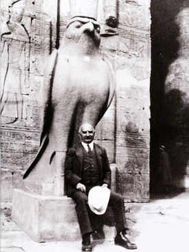 Na madrugada de 28 de Janeiro Gulbenkian iniciou um passeio pelo Nilo, a bordo do Sudan. Cerca das duas da tarde visitou o Grande Templo de Edfu, onde se fez fotografar junto à Estátua do deus Horús.